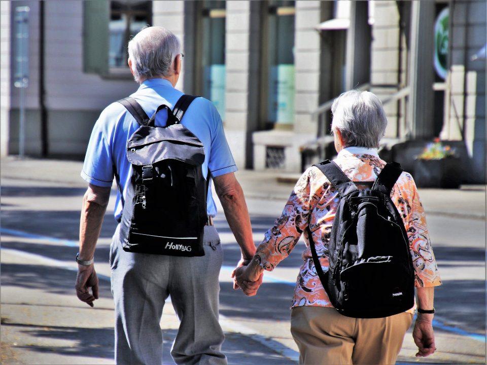 Starszy mężczyzna i kobieta na emeryturze w UK